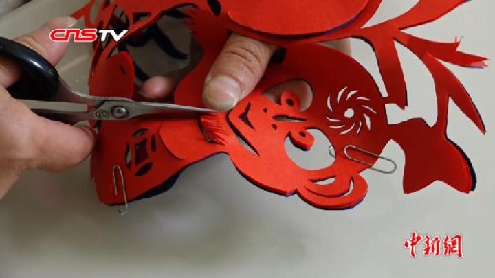 近四十年用坏16把剪刀 看剪纸艺人如何纸上生花