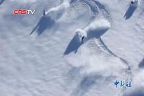 """新疆春季滑雪""""嗨""""不停"""