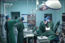 护士体力不支 口服葡萄糖坚守手术台