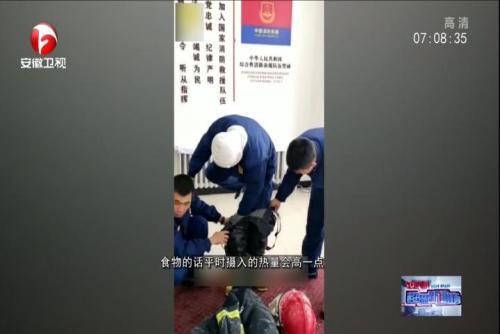 消防员零下30度训练后 消防服冻到能站立