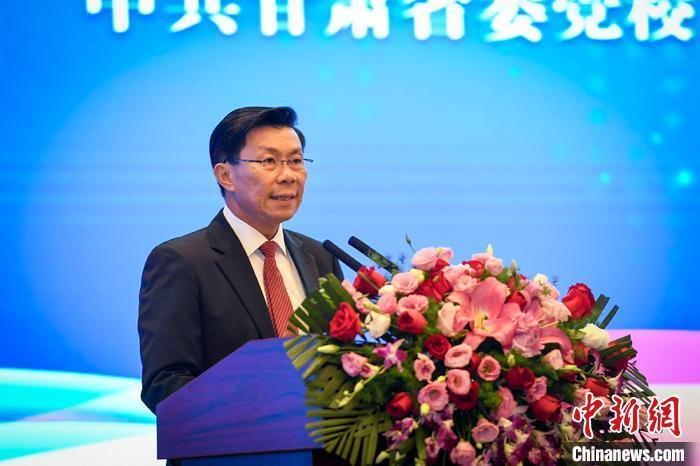 图为新加坡通商中国主席李奕贤发表讲话。 郁婕 摄