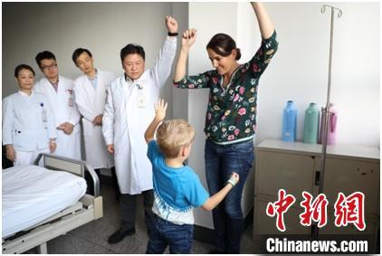 德国男孩左侧上肢肌张力下降明显,痉挛程度大幅改善 芊烨 摄