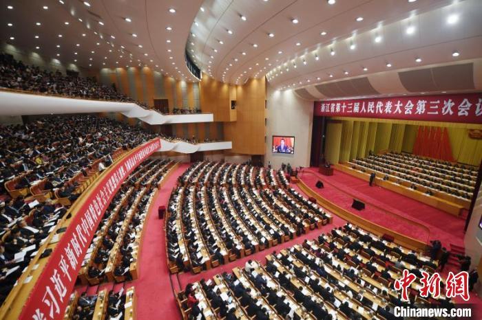 浙江省第十三届人民代表大会第三次会议现场。 王刚 摄