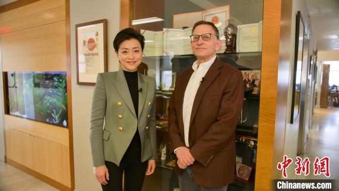 杨澜与利普金教授。