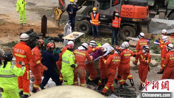 福建泉州欣佳酒店坍塌事故现场:消防员接力生死成功救出一家三口