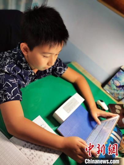 苏鹏给刘语桐回信。 被访者供图 摄