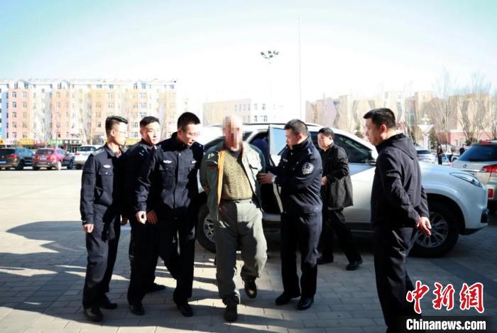 图为潜逃27年的王某利被抓获。警方供图