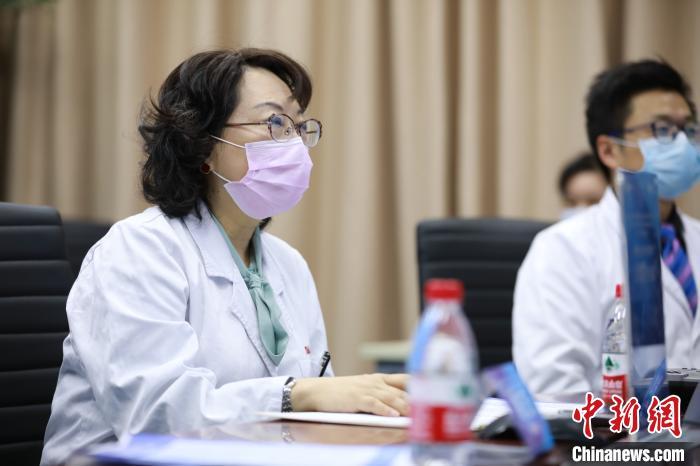 中国医学专家向海外同行分享新冠肺炎患儿救治经验 守护儿童健康