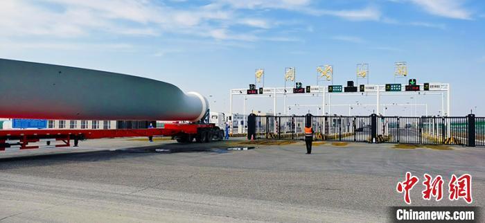货物车辆出境过程。中国外运提供