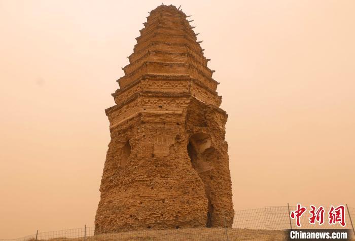 图为辽代白塔。内蒙古文物局供图