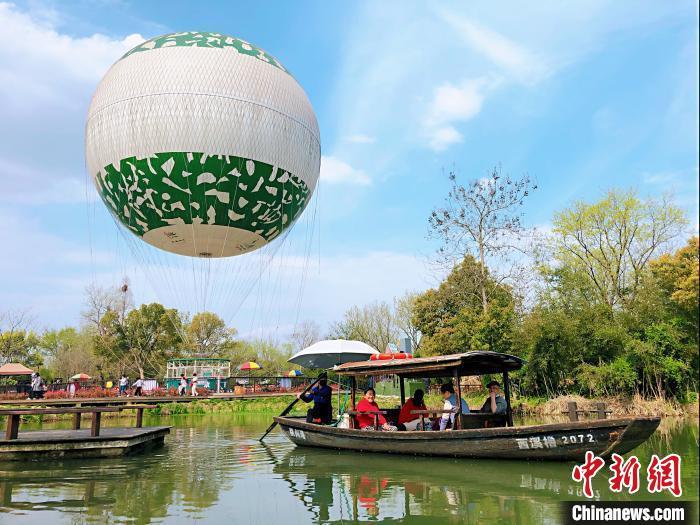 """""""五一""""杭州西溪湿地无人机巡航 实时管控人流量"""