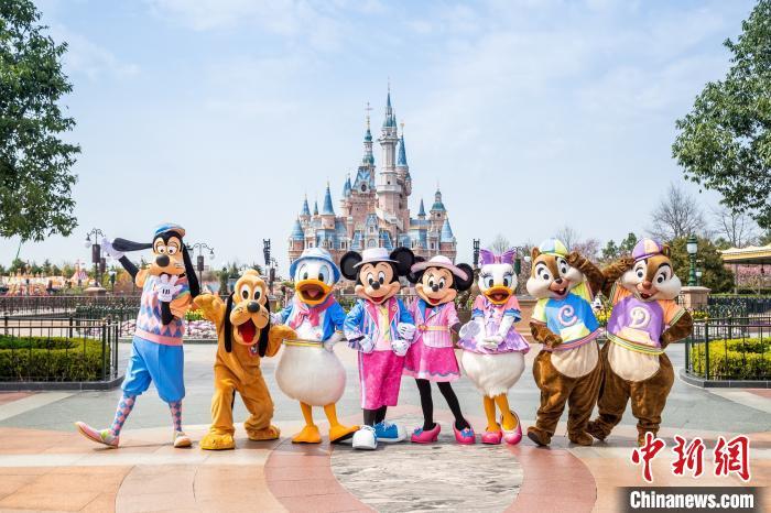 """特别的迪士尼朋友队列演出""""米奇和朋友专列""""将伴随着熟悉动感的音乐每天上演多场。迪士尼供图"""