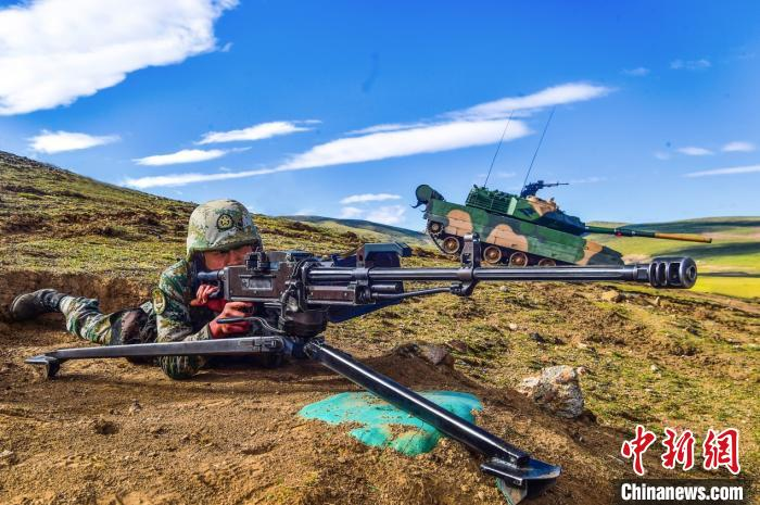 多兵种联合作战 西藏军区举行立体拔点实兵实弹演习