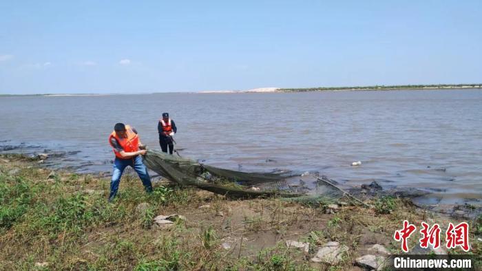 此次行动共收缴地笼及绝户网等70个。黑龙江省农业农村厅提供