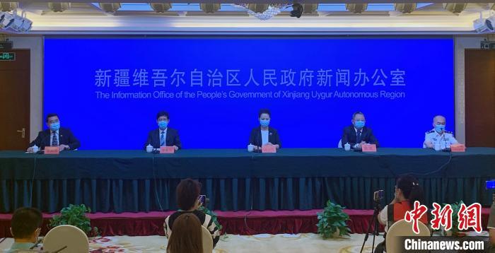 新疆维吾尔自治区人民当局资讯办公室31日召开疫情防控第十四场资讯发布会。 赵雅敏 摄