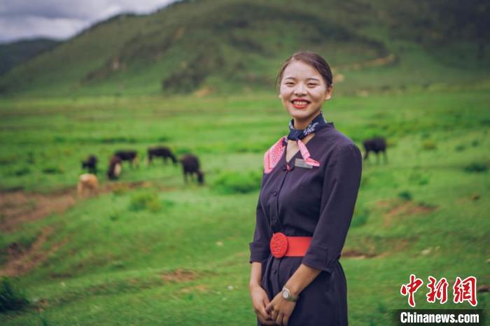 """【你笑起来真好看】云南藏族女孩卓玛依靠精准扶贫走出大山实现""""蓝天梦"""""""