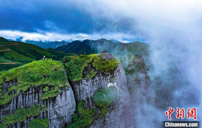 图为8月16日拍摄的广西龙胜各族自治县南山牧场风光。 潘志祥 摄