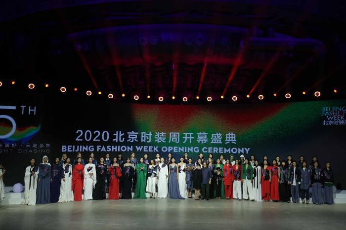 2020北京时装周推出自主知识产权高科技生态纤维主题秀