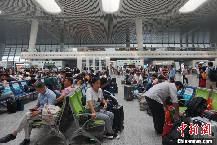 铁路杭州站国庆加开列车27.5对 旅客出行需求持续提升