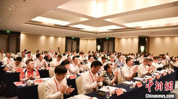 台州市侨商会第三届会员代表大会 台州市侨商会供图