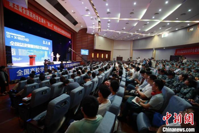 """24日,全国高校学生课外""""核+X""""创意大赛总决赛在南京举办。 王建一 摄"""