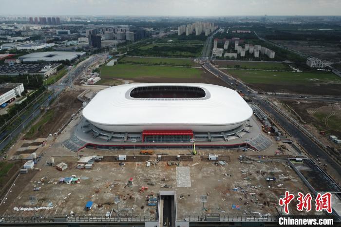 探访国内首个FIFA认证足球场 首秀将迎英雄联盟全球总决赛