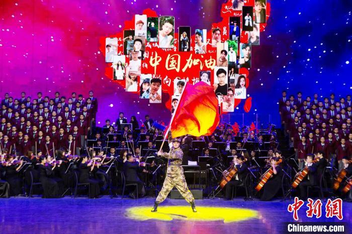 原创抗疫题材舞台剧《梦想・青春》在辽宁大连上演