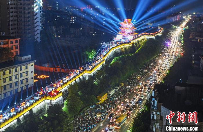 广东国庆中秋假期共接待游客4998.0万人次 旅游总收入356.7亿