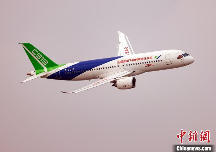 中国商飞C919大型客机在2020年南昌飞行大会上飞行表演。(中国商飞 供图) 王脊梁 摄