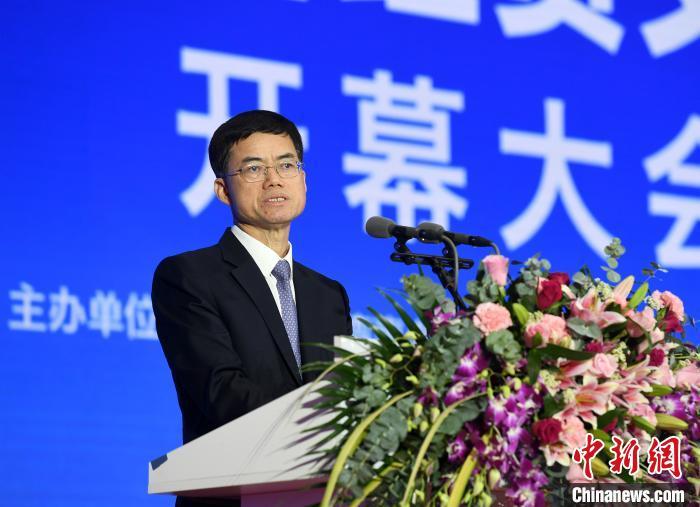 图为中共中央台办、国务院台办副主任裴金佳在论坛开幕式上致辞。 俞靖 摄