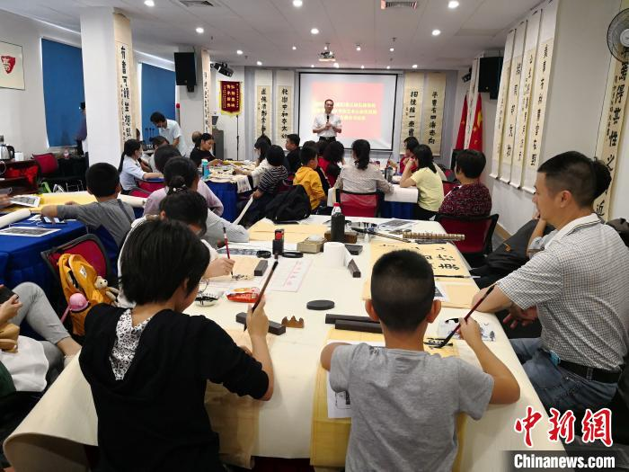 爨体书法在广东惠州出现学习热 倍受海内外墨客关注
