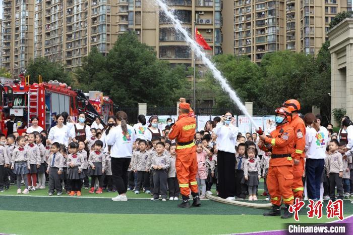 消防宣传进校园:教育一个孩子 带动一个家庭