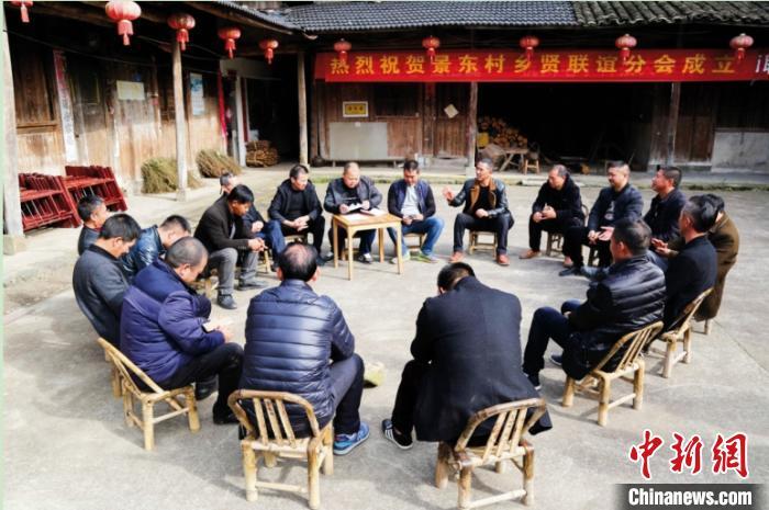 台州新乡贤参与民主协商会,讨论村容村貌整改工作。 台州市委统战部供图 摄
