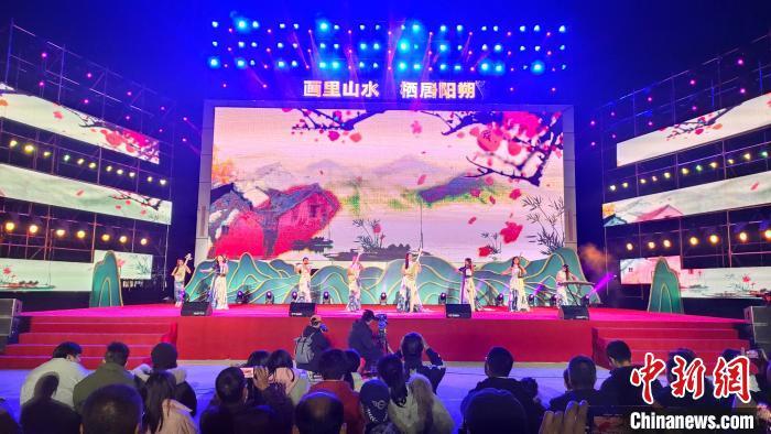 12月1日晚,阳朔原创音乐晚会现场。 杨宗盛 摄