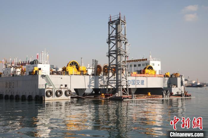 大连湾海底隧道第一节沉管9日取得成功沉放