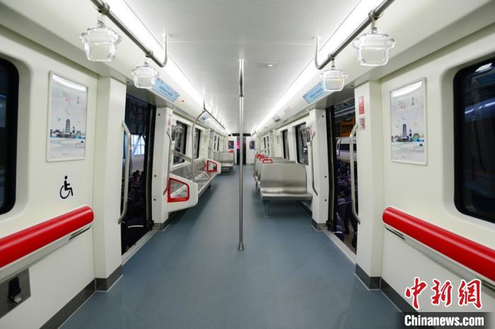 浙中地区首个市域轨道交通项目首列车下线