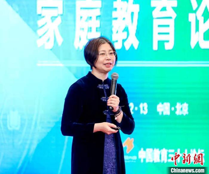 北京师范大学心理健康与教育研究所所长边玉芳作报告。 余占江 摄