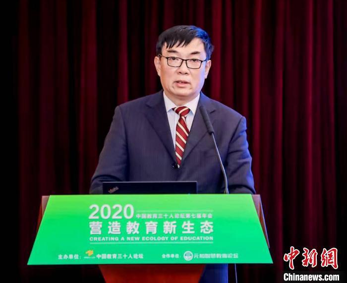 北京金融街润泽学校总校长刘长铭作报告。 王赛英 摄