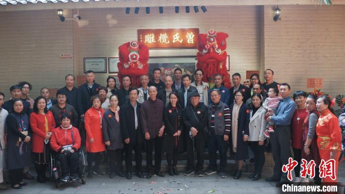 橄榄雕刻的代表性传承人曾赵红在广州开业