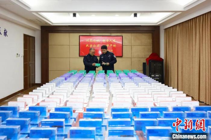 <b>浙江舟山破获一起烟草类特大非法经营案 涉案1000余万元</b>