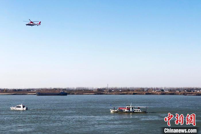 执法船队驶向执法水域开展执法检查。 安徽省农业农村厅供图 摄