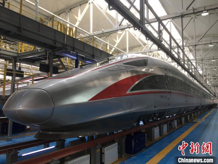 中国新型时速350公里复兴号高寒动车组在...