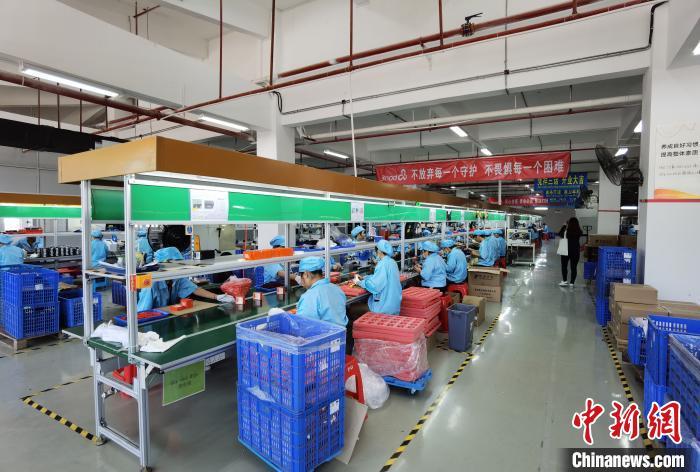 图为中越边境上的广西跨境加工厂。 杨陈 摄