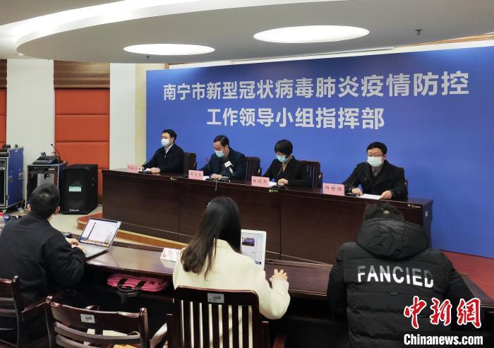 1月17日,南宁市新型冠状病毒肺炎疫情防控工作领导小组指挥部召开新闻发布会通报相关情况。 曾文琪 摄