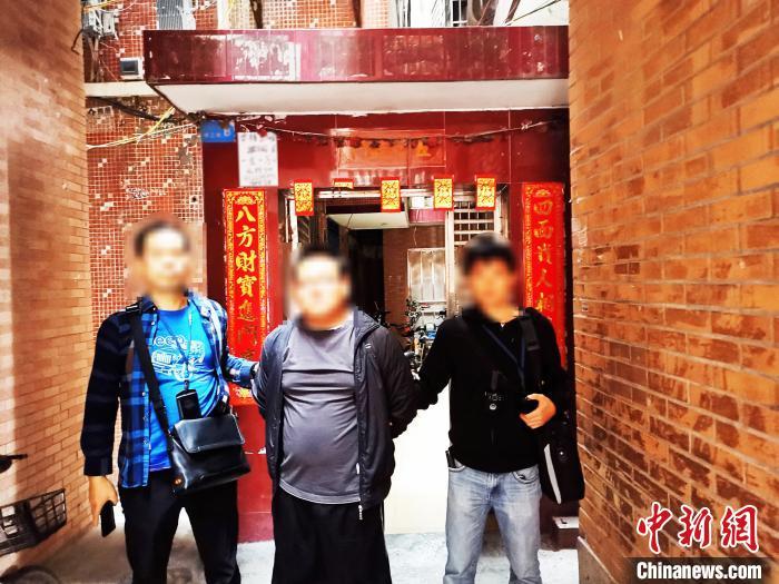 广州警方侦破涉银行卡专案,抓获犯罪嫌疑人。广州警方供图