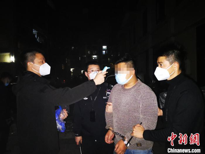 广州海关破获案值约3亿元走私水果案 抓获嫌疑人5名