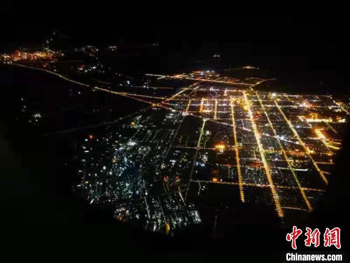 图为航拍酒泉夜景。(资料图) 殷春永 摄