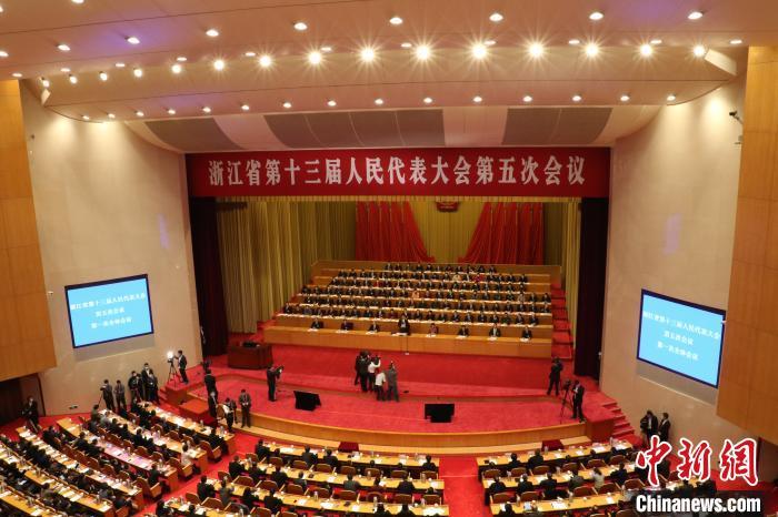 聚星官网省第十三届人民代表大会第五次会议现场。 胡丰盛 摄