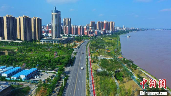 湖北宜昌拆除中华鲟自然保护区内油库码头