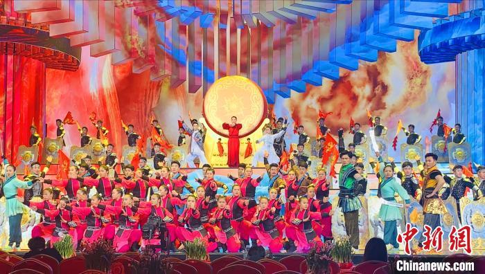 图为塔沟武校参加2020年央视春晚演出《武林雄风》 (资料图)受访者供图